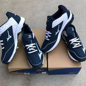Brand New Mizuno Baseball Cleats / trainers shoes.